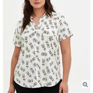 TORRID white tropical skull stretch challis blouse
